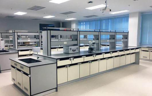 أثاث المختبرات